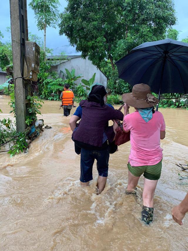 ẢNH: Các lực lượng chức năng Hà Giang tập trung khắc phục hậu quả mưa lũ - Ảnh 3.