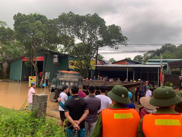 ẢNH: Các lực lượng chức năng Hà Giang tập trung khắc phục hậu quả mưa lũ - Ảnh 6.