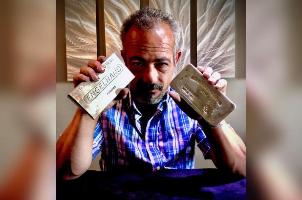 Ế hàng vì Covid-19, chủ tiệm kim hoàn chôn hết vàng bạc xuống đất mở cuộc truy tìm kho báu: Tưởng 'điên' hóa ra là chiêu kinh doanh khôn ngoan! - Ảnh 2.