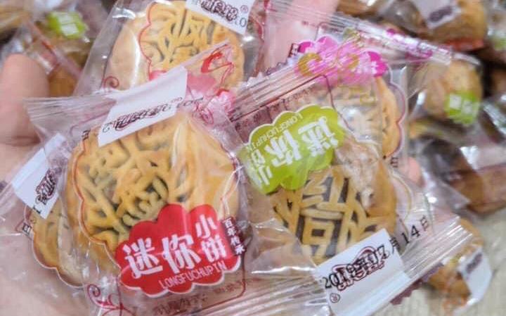 Còn lâu mới đến Trung thu mà Bánh trung thu mini giá hơn 2.000 đồng/chiếc đã tràn ngập chợ mạng