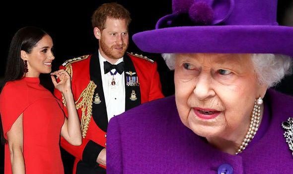 Chủ động gọi điện quan tâm nhà Sussex, Nữ hoàng Anh lại bị ngó lơ, nhờ đó mà phát hiện ra kế hoạch rời đi của vợ chồng cháu trai - Ảnh 1.