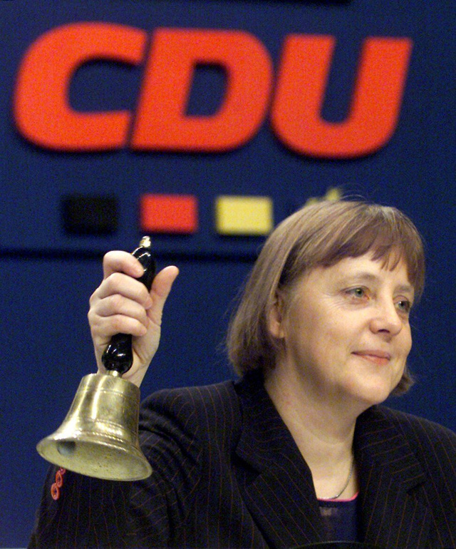 Mặc tương lai mơ hồ của đảng cầm quyền Đức, Thủ tướng Merkel trở lại huy hoàng trong vai trò nhà lãnh đạo khủng hoảng - Ảnh 1.