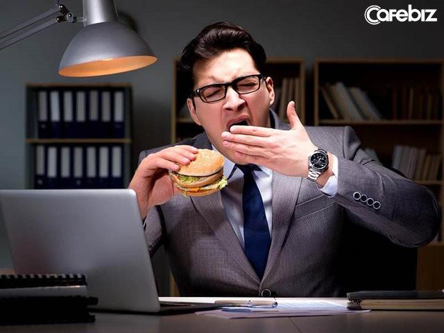 Thói quen ăn tối muộn khiến tôi phải trả giá đắt: Ung thư dạ dày lơ lửng treo trên đầu, tinh thần mệt mỏi, sức khoẻ suy kiệt vì mất ngủ...  - Ảnh 1.
