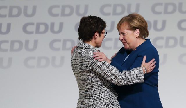 Mặc tương lai mơ hồ của đảng cầm quyền Đức, Thủ tướng Merkel trở lại huy hoàng trong vai trò nhà lãnh đạo khủng hoảng - Ảnh 2.