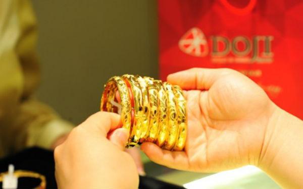 Phiên đầu tuần, giá vàng trong nước tiếp tục tăng mạnh, bám sát 50 triệu đồng/lượng