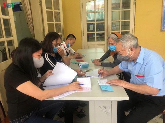 Hà Nội phê duyệt hỗ trợ trên 17.000 người hưởng gói 62.000 tỷ đồng  - Ảnh 1.