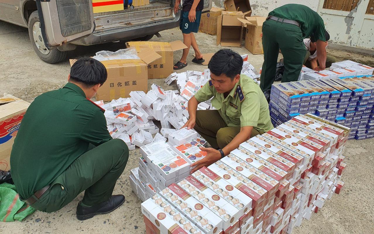 Tạm giữ 3.000 bao thuốc lá và hàng trăm kem trị nám nhập lậu