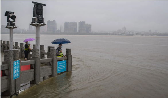 Trung Quốc: Mưa lũ là phép thử của trời, kế hoạch ứng phó chỉ cần 3 phút - Ảnh 1.