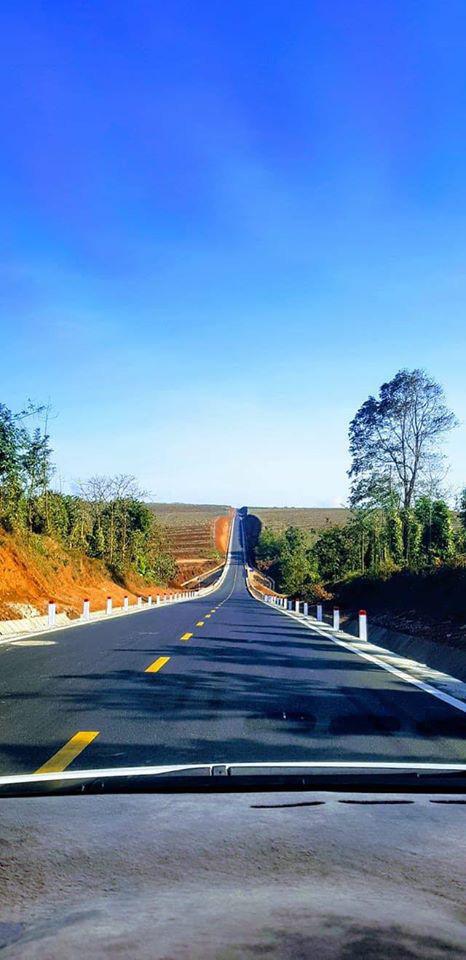 Con đường dựng thẳng đứng đến chân trời ở Tây Nguyên khiến dân mạng trầm trồ vì quá phiêu lưu và đẹp đẽ - Ảnh 5.