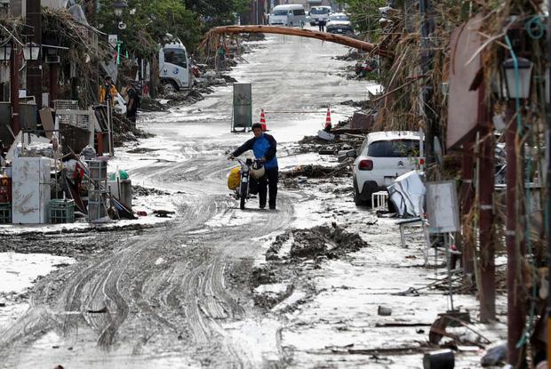 Chùm ảnh: Nhật Bản tan hoang khi lũ lớn càn quét giữa thời điểm bóng ma của đại dịch Covid-19 vẫn đang hiện diện - Ảnh 11.