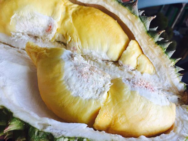 Ăn nhiều trái cây vào mùa hè rất tốt cho sức khỏe nhưng có 6 loại cần chú ý, lỡ ăn nhiều có thể bị đau họng, đầy hơi, mọc mụn - Ảnh 3.