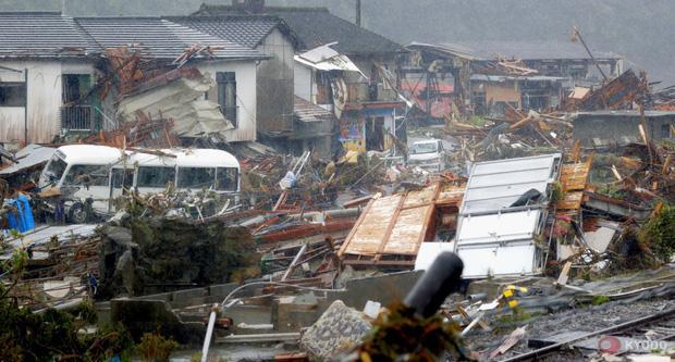Chùm ảnh: Nhật Bản tan hoang khi lũ lớn càn quét giữa thời điểm bóng ma của đại dịch Covid-19 vẫn đang hiện diện - Ảnh 8.