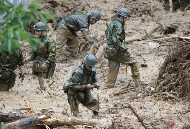 Chùm ảnh: Nhật Bản tan hoang khi lũ lớn càn quét giữa thời điểm bóng ma của đại dịch Covid-19 vẫn đang hiện diện - Ảnh 12.