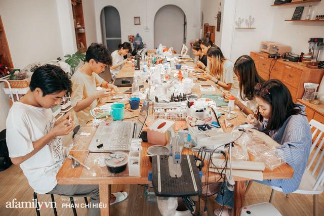 Nhóm bạn tại Hà Nội có biệt tài hô biến mọi thứ thành đất sét đặt gọn vào lòng bàn tay, làm ra mâm cỗ Tết Trung thu nhỏ nhất Việt Nam khiến bạn bè quốc tế kinh ngạc - Ảnh 4.