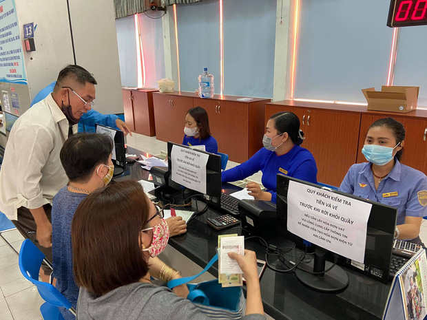 Ngày đầu bán vé Tết Tân Sửu 2021: Ga Sài Gòn vắng khách vì hàng chục nghìn người đã mua vé qua mạng - Ảnh 4.