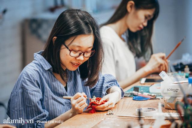 Nhóm bạn tại Hà Nội có biệt tài hô biến mọi thứ thành đất sét đặt gọn vào lòng bàn tay, làm ra mâm cỗ Tết Trung thu nhỏ nhất Việt Nam khiến bạn bè quốc tế kinh ngạc - Ảnh 5.