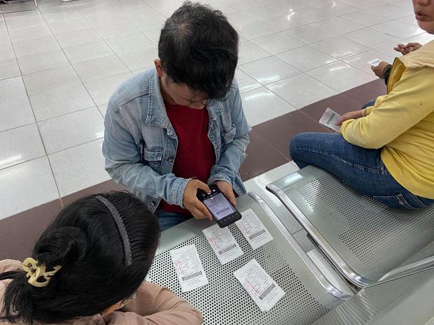 Ngày đầu bán vé Tết Tân Sửu 2021: Ga Sài Gòn vắng khách vì hàng chục nghìn người đã mua vé qua mạng - Ảnh 8.
