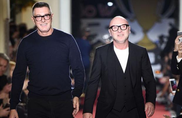 photo 7 16022922125192071967538 Dolce & Gabbana: Đế chế tạo nên từ chuyện tình hơn 20 năm của 2 ông hoàng thời trang, chia tay lại gây xôn xao vì lời tuyên bố về người yêu cũ