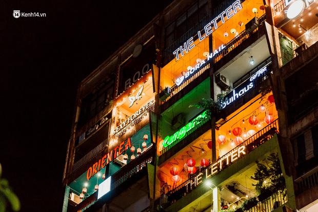 Cận cảnh chung cư Việt Nam lên báo Mỹ được khen nức nở: 1 tỷ đồng cho mỗi mét vuông, thiên đường cafe của giới trẻ Sài Gòn - Ảnh 8.