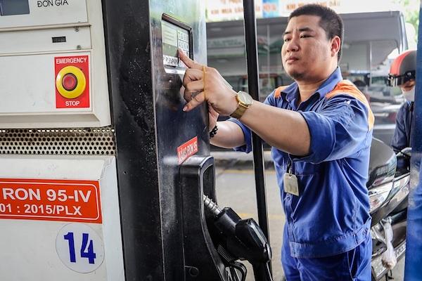Giá xăng dầu hôm nay sẽ tăng? - Ảnh 1.