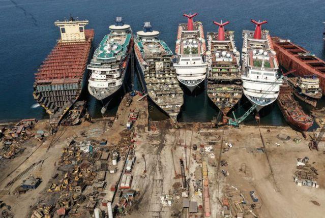 Thảm cảnh siêu tàu du lịch bị bán sắt vụn vì Covid-19, ngành công nghiệp phá dỡ tàu lên ngôi - Ảnh 1.