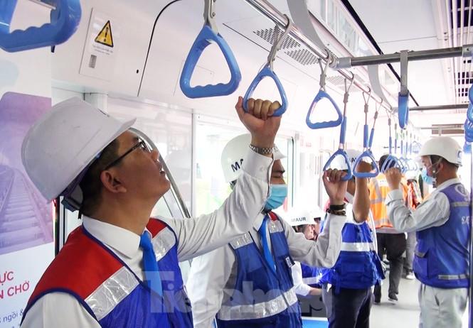 Có gì bên trong đoàn tàu metro số 1 của TPHCM? - Ảnh 11.