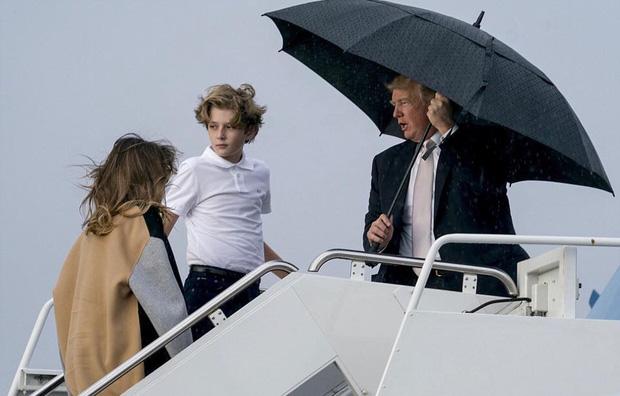"""Thích một mình, chuộng mặc vest từ nhỏ và loạt fact ít ai biết về """"Hoàng tử Nhà Trắng"""" Barron Trump - Cậu bé được cả thế giới săn đón - Ảnh 10."""