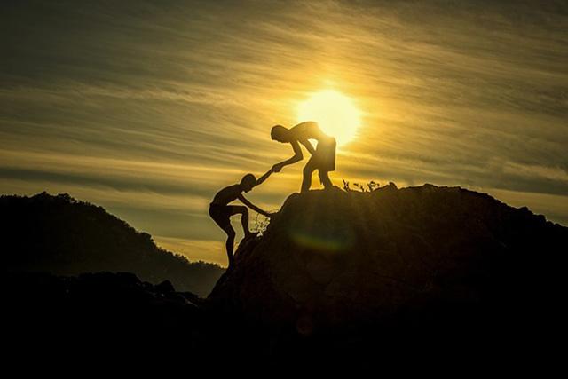 Quan hệ có thân thiết, tốt đẹp đến mức nào, cũng không nên nhiệt tình giúp người khác 2 việc này - Ảnh 1.