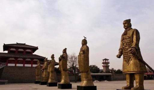 Vừa mới tiêu diệt 6 nước, thống nhất thiên hạ, điều gì đã khiến Tần Thủy Hoàng phải vội cho đúc đúng 12 bức tượng người bằng đồng? - Ảnh 1.
