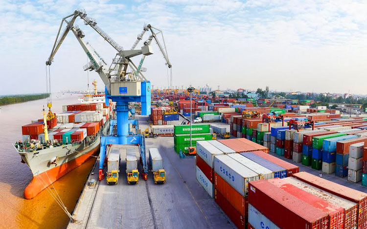 Thặng dư thương mại tiếp tục tăng lên 17,3 tỷ USD