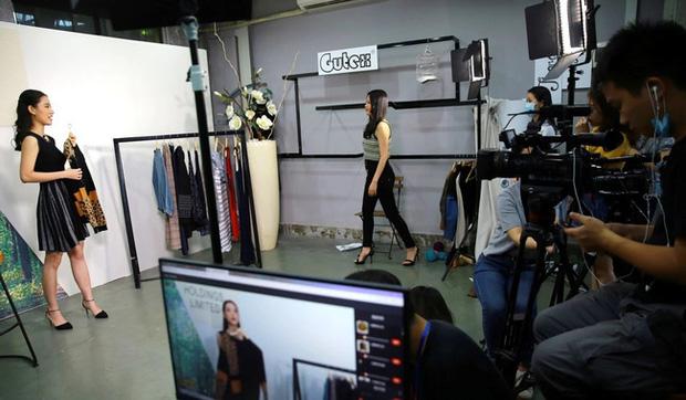 309 triệu người dùng livestream ở Trung Quốc: Cơn sốt bán hàng online với thu nhập hàng tỷ đồng khiến giới trẻ lẫn dân kinh doanh phải dấn thân vào  - Ảnh 2.
