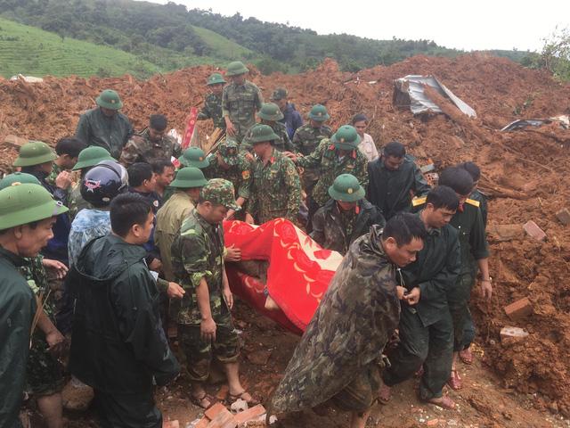 Bộ trưởng Bộ Quốc phòng: Bố trí việc làm cho vợ con các liệt sĩ hy sinh ở Huế, Quảng Trị - Ảnh 1.