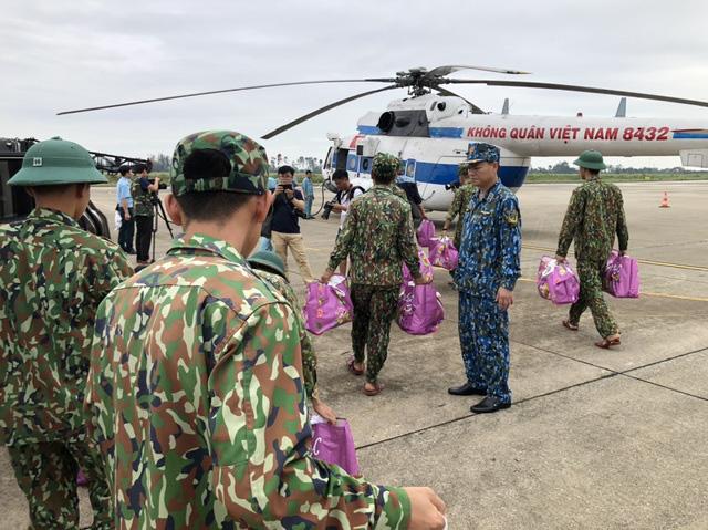 Bộ trưởng Bộ Quốc phòng: Bố trí việc làm cho vợ con các liệt sĩ hy sinh ở Huế, Quảng Trị - Ảnh 2.