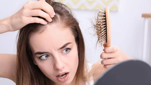 Tại sao rụng tóc lại liên quan đến rối loạn chức năng tuyến giáp? - Ảnh 2.