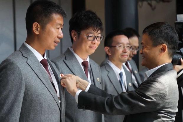 Trường Đại học Jack Ma sáng lập một năm tuyển chưa tới 50 sinh viên, tỷ lệ đỗ còn khó hơn Harvard, đọc xong yêu cầu ai cũng khóc thét - Ảnh 1.