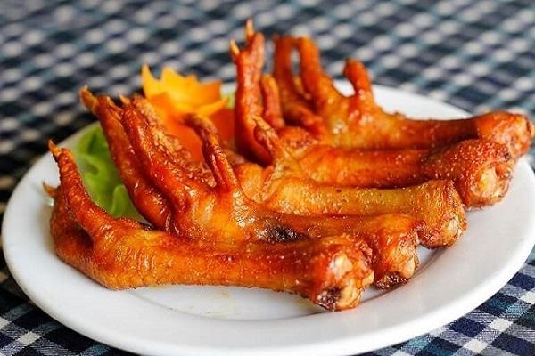 Món chân gà khoái khẩu của nhiều người có ảnh hưởng thế nào đến sức khỏe: Đây là những đối tượng tuyệt đối không nên ăn dù thèm đến mấy - Ảnh 1.