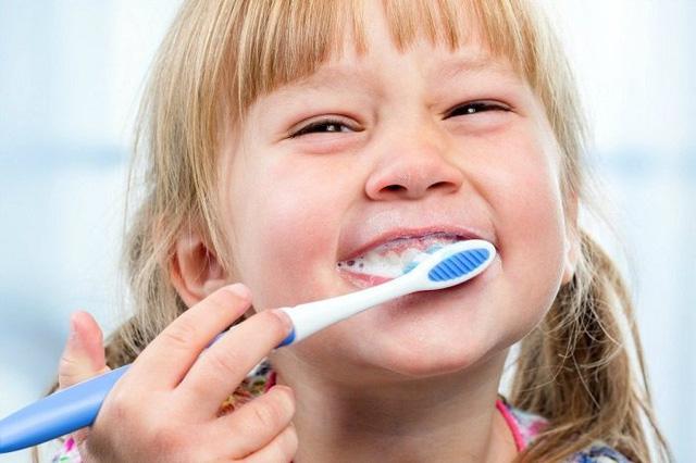 Sốc khi bé 8 tuổi bị phẫu thuật não do sâu răng, chuyên gia chỉ rõ cảnh giác với căn bệnh tưởng đơn giản này - Ảnh 3.