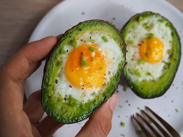 Vì sao vừa ăn sáng xong nhưng vẫn cảm thấy đói bụng: Đây là 5 sai lầm trong bữa sáng khiến bạn không có đủ năng lượng - Ảnh 3.