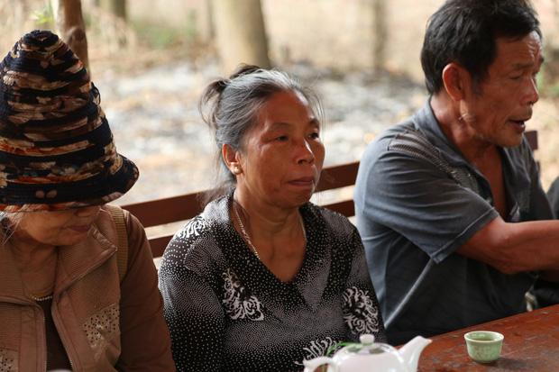 Người dân chặn xe vào bãi rác Nam Sơn: Mấy chục năm nay chúng tôi đã quá khổ rồi, ruồi nhặng nhiều khiến có hôm phải chui vào màn ăn cơm - Ảnh 4.