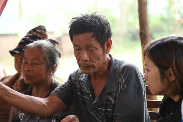 Người dân chặn xe vào bãi rác Nam Sơn: Mấy chục năm nay chúng tôi đã quá khổ rồi, ruồi nhặng nhiều khiến có hôm phải chui vào màn ăn cơm - Ảnh 7.