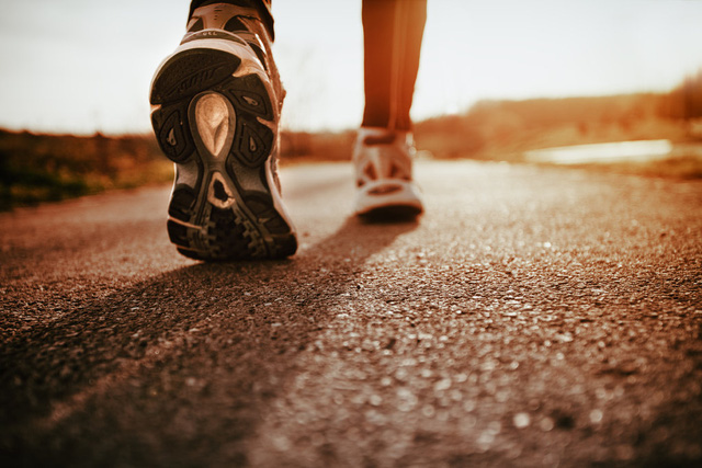 Nên đi bộ vào thời điểm nào trong ngày để có hiệu quả sức khỏe tốt nhất? - Ảnh 1.