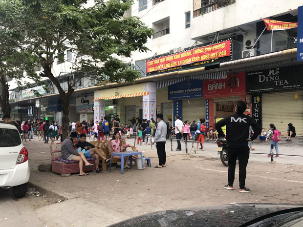 Hà Nội: Cháy lớn tại chung cư HH Linh Đàm, hàng nghìn người hoảng sợ tháo chạy vào sáng sớm - Ảnh 11.