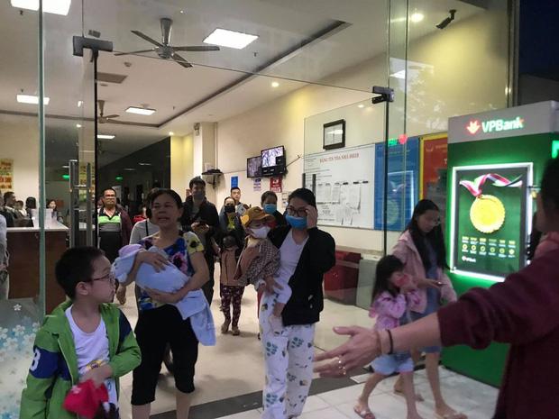 Hà Nội: Cháy lớn tại chung cư HH Linh Đàm, hàng nghìn người hoảng sợ tháo chạy vào sáng sớm - Ảnh 8.