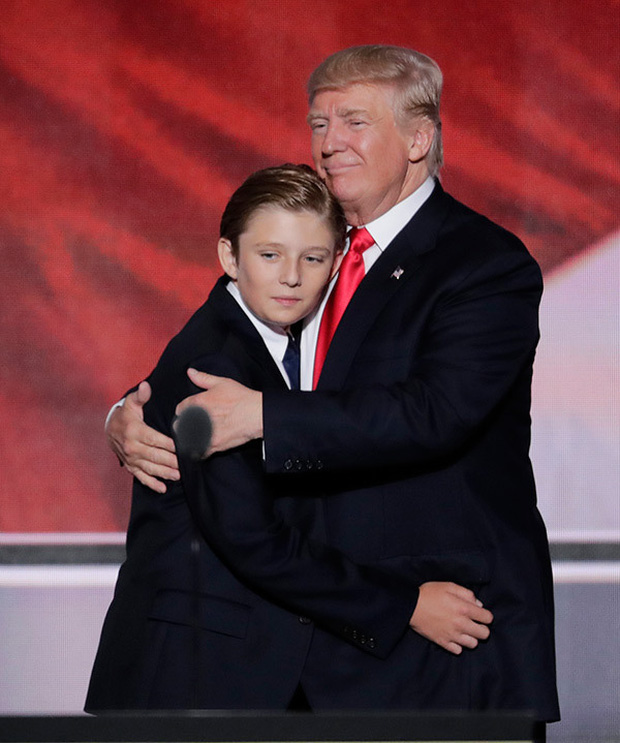 """Loạt ảnh chiều cao khủng của """"Hoàng tử Nhà Trắng"""" Barron Trump biến các bạn mình thành người tí hon, chỉ đi bộ đã nhanh bằng bạn chạy - Ảnh 3."""