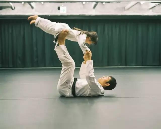 Bố Nhật cùng con gái bị bệnh tim bẩm sinh chiến đấu suốt 10 năm: Bố chẳng cần gì, chỉ cần con sống và 10.000 bức ảnh động lòng người - Ảnh 14.