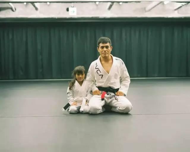 Bố Nhật cùng con gái bị bệnh tim bẩm sinh chiến đấu suốt 10 năm: Bố chẳng cần gì, chỉ cần con sống và 10.000 bức ảnh động lòng người - Ảnh 15.
