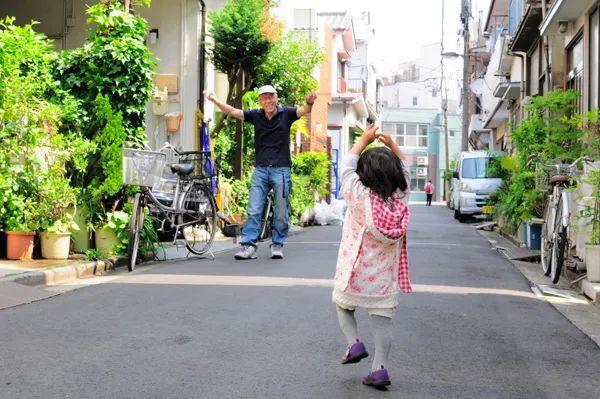 Bố Nhật cùng con gái bị bệnh tim bẩm sinh chiến đấu suốt 10 năm: Bố chẳng cần gì, chỉ cần con sống và 10.000 bức ảnh động lòng người - Ảnh 17.