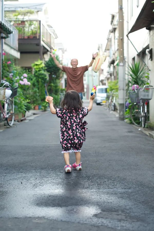 Bố Nhật cùng con gái bị bệnh tim bẩm sinh chiến đấu suốt 10 năm: Bố chẳng cần gì, chỉ cần con sống và 10.000 bức ảnh động lòng người - Ảnh 18.