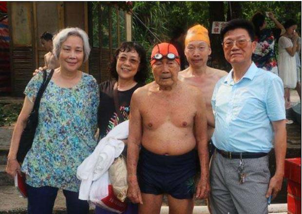99 tuổi vẫn bơi sương sương 15km không cần nghỉ, bác sĩ chia sẻ 3 bí quyết sống lâu tránh xa bệnh tật - Ảnh 4.