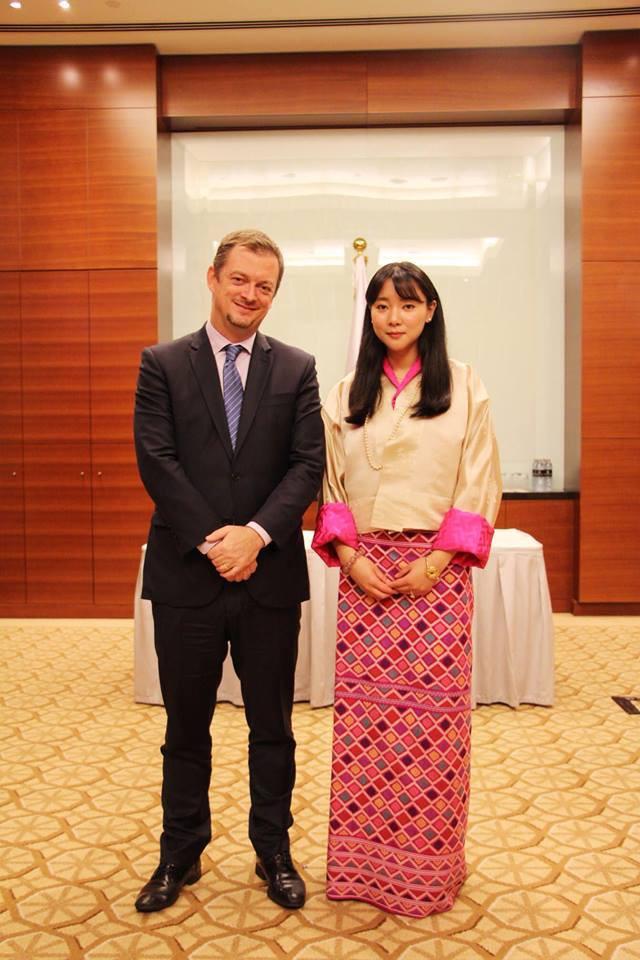 Nàng công chúa vạn người mê của Bhutan từng làm chao đảo MXH bất ngờ lên xe hoa, nhan sắc đôi tân lang tân nương gây chú ý - Ảnh 7.